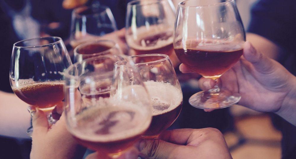 ギャラ飲みとは?危険な飲み会を見分ける方法や効率の良い稼ぎ方