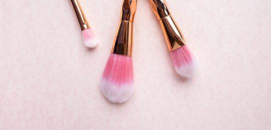 毛穴の目立つ汚肌をナチュラルメイクで美肌に見せる方法8つ(前編)