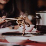 パパとの焼き肉デートでパパ活女子が注意すべきポイントとは?お肉は焼いてあげるのがいい?