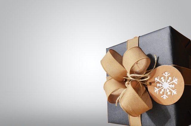 クリスマスプレゼントのお返しは必要?パパ活クリスマスデート「お返しで今後のお手当もアップ」プレゼントとは